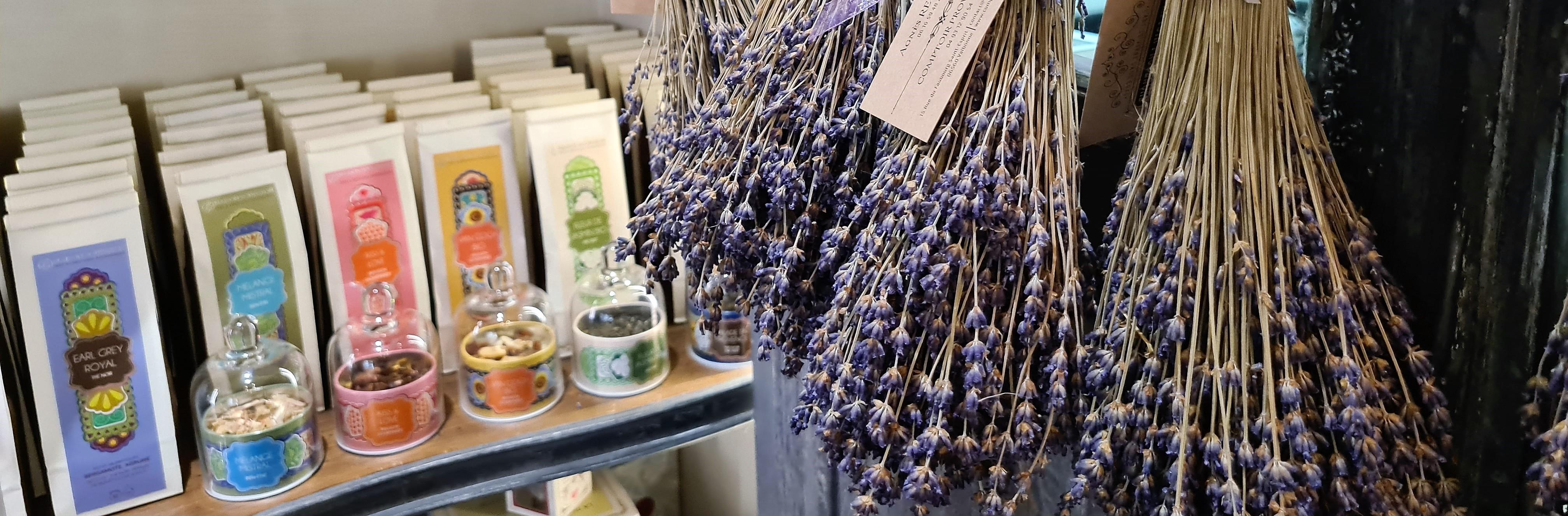 Un grand choix de thés, rooibos, infusions gourmandes préparés avec amours du côté de Salon de Provence par la Maison Bourgeon.